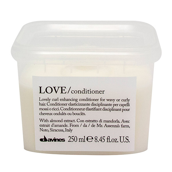 love-lovely-curl-conditioner-davines-brush-palm-springs-hair-salon